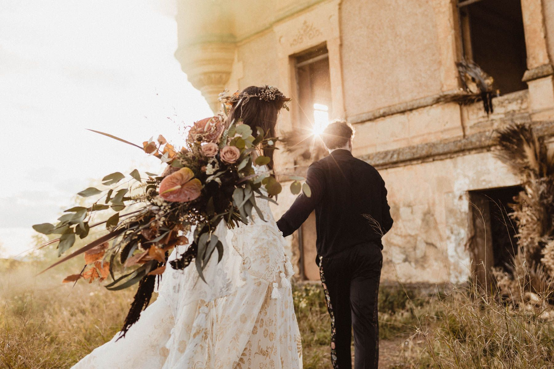 Elopement in an old abandoned castle in Cordoba